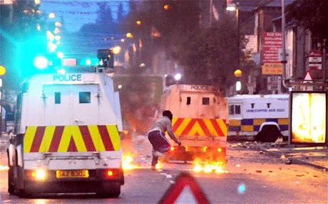 Masked loyalists attack Belfast neighborhood in late June / Photopressbelfast