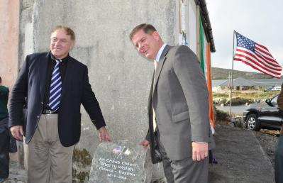 Emigrants Commemorative Centre: Mayor Martin Walsh unveiled a stone marker at the site of a planned Emigrant Commemorative Centre in Carna, Co. Galway. Máirtín Ó Catháin, the chairperson of the committee planning the centre, is shown at left. Photo by Bill Forry